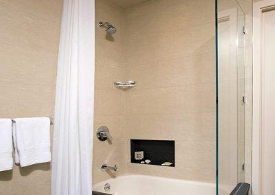 Bathrub with glass wasll and tile